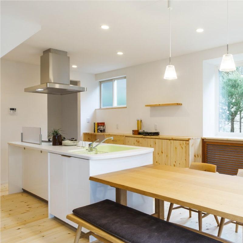 狭いキッチンと和室の間仕切りを撤去。思い切って、畳からフローリングに。