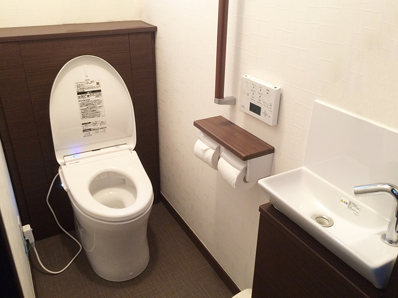 【ダイク株式会社】落ち着いた空間のトイレに一新♪