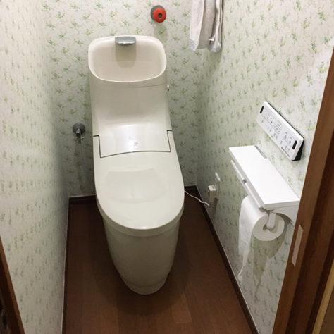 古くなったトイレを交換 🚽 クロスも張替え明るい空間へ変身✨