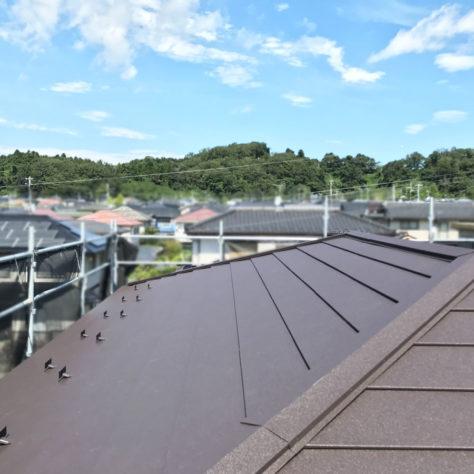 メンテナンスの手間が省ける! 屋根カバー工事🔨