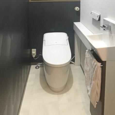 トイレ交換し、壁クロスも変えて素敵空間に✨